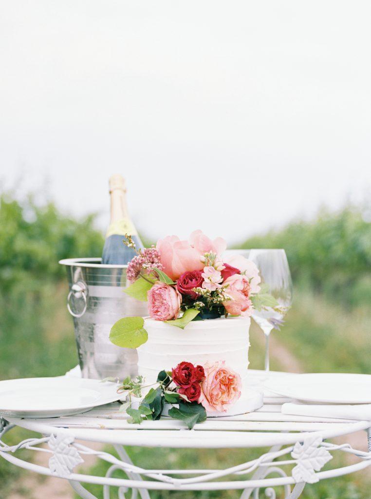 niagara on the lake wedding cake, film wedding photographer